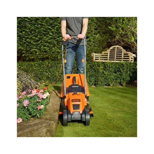 Black & Decker Tondeuse électrique 1200W - EMAX32S Plus produit:- Technologie « E-Drive® »: offre un couple élevé et constant pour une performance optimisée y compris dans les herbes les plus hautes et/ou humides