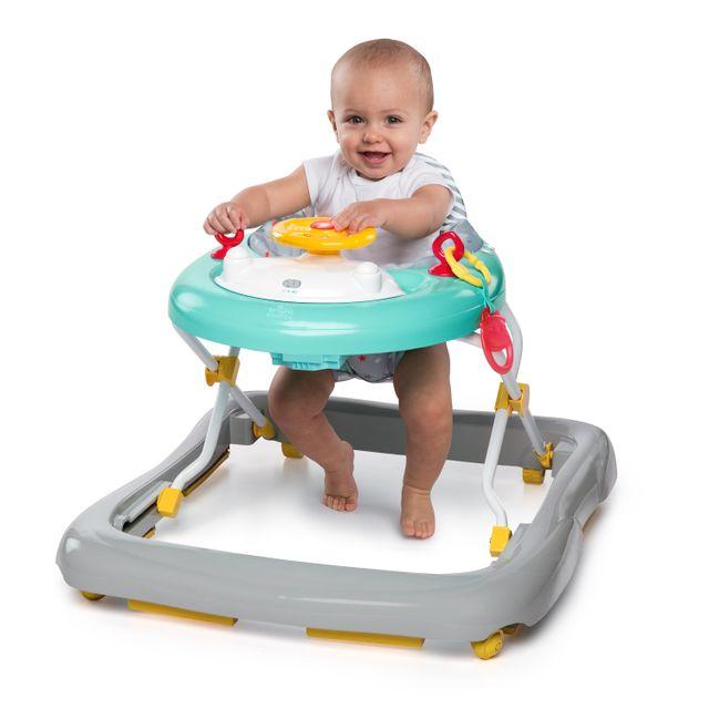 DISNEY BABY Trotteur Winnie the Pooh Happy Hoopla Trotteur Winnie the Pooh Happy Hoopla™ . De 6 à 12 mois.Pliable pour un rangement facile. Assise déhoussable et lavable.Plateau d'activités réglable et amovible.