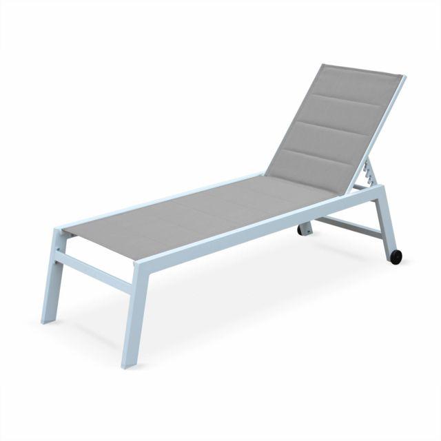 ALICE'S GARDEN bains de soleil Solis en textilène matelassé taupe et structure blanche, transats 6 positions, lounge