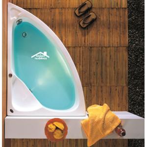 maison de la tendance baignoire d 39 angle en acrylique lucite konchili 125x90x33 cm avec tablier. Black Bedroom Furniture Sets. Home Design Ideas