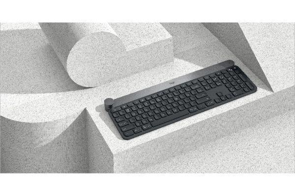 LOGITECH Clavier CRAFT Touchpad intégré : Non Bouton marche / arrêt : Oui Dimensions l x h x p : 3.2 x 43 x 14.9 cm Livré avec : Notice, Récepteur USB Logitech Unifying, Câble de charge ...