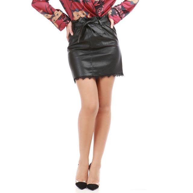 Lamodeuse - Jupe noire en simili cuir avec dentelle