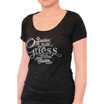 Guess - T-shirt manches courtes. Col rond échancré. Coupe ajustée, près du corps. Logo avec strass. 95% coton. 5% élasthanne