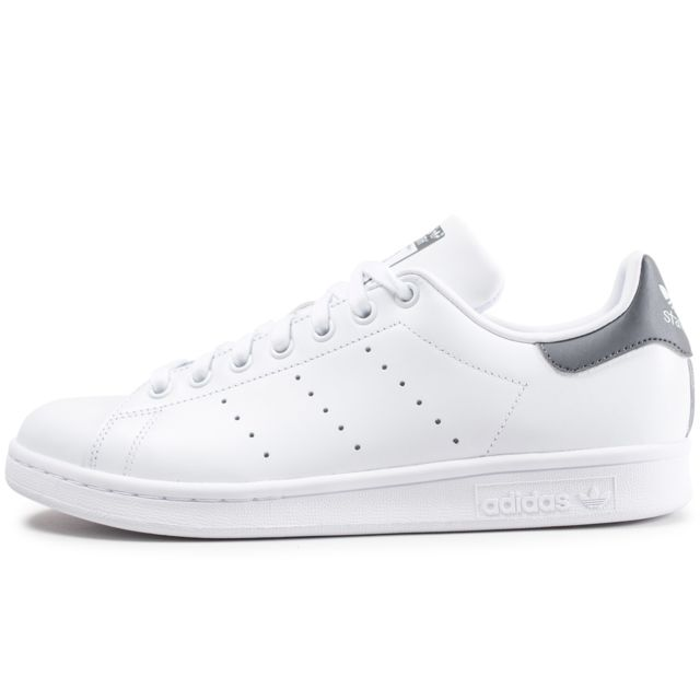 stan smith grise et blanche