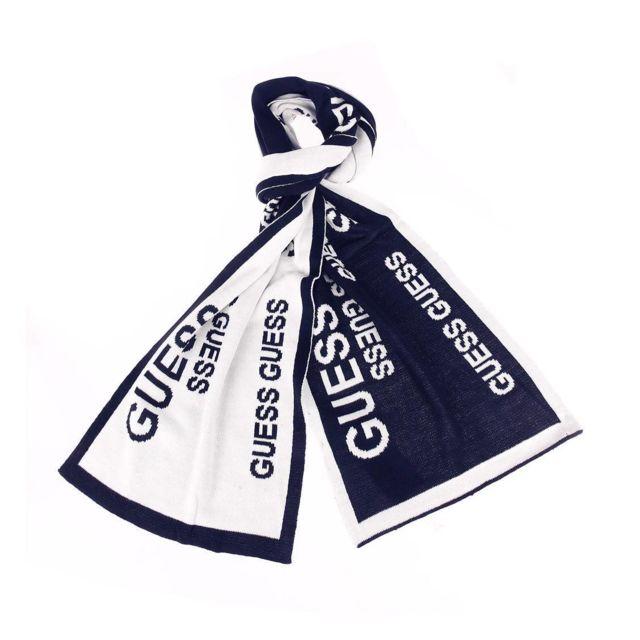 Guess - Echarpe Guess bleu marine à bords blancs et monogrammée en blanc  réversible 373f41e00b8