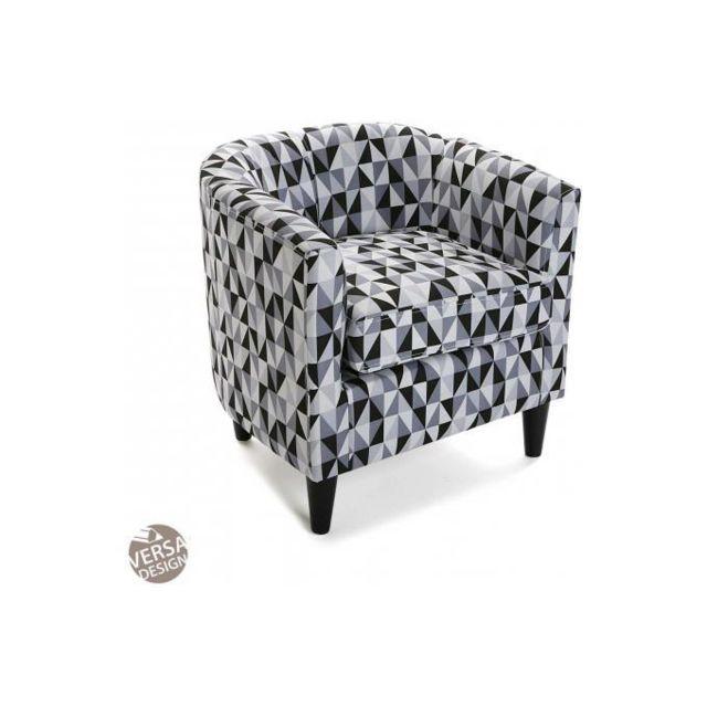 Declikdeco Le Fauteuil Rhune à l'imprimé géométrique très tendance conviendra à une décoration design et élégante. Son assise profo