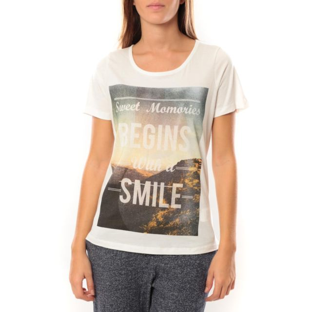 vero-moda-grafic-girl-s-s-top-box-it-10101116-blanc.jpg d3a88d2a548