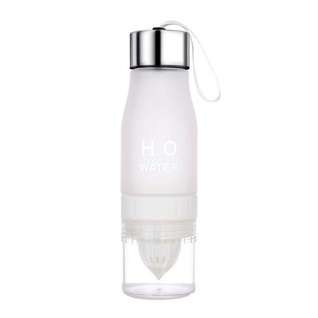 Wewoo Portable bouteille en plastique pour enfants Sports de plein air Lemon Juicer Fruit Blender Capacité: 650 ml BLANC