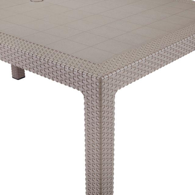 KETER Table Melody Cappuccino - 6 couverts Table Melody cappuccino en résine de synthèse, armature et pietement imitation rotin tressé.Plus produit : - Idéale pour 6 personnes.- Facile d'entretien.- Résistant aux a