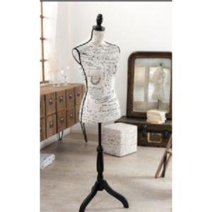 inside 75 mannequin de couture buste valentine en lin blanc pas cher achat vente tapis. Black Bedroom Furniture Sets. Home Design Ideas