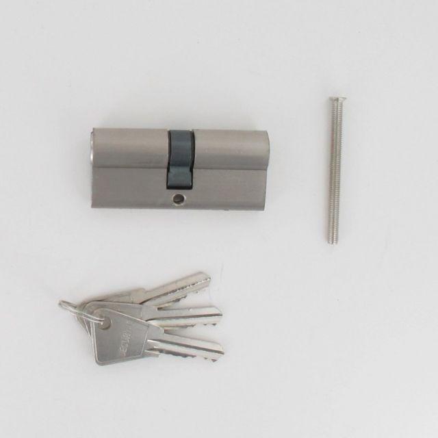 Cylindre de 70 mm avec vis de 5x60 mm en laiton chromé poli s/'entrouvrant