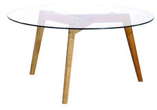 Declikdeco La Table basse ronde Fiord en verre trempé avec des pieds en chène massif vernis est pleine de raffinement, elle s'integ