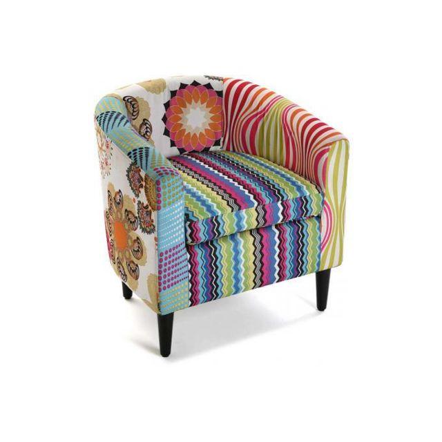 Declikdeco Le Fauteuil Patchwork Multicolore Farla sera le meuble très tendance qu'on trouvera dans une décoration contemporaine. C