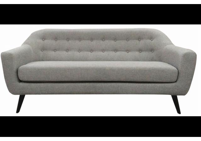 Declikdeco Ce Canapé scandinave 3 places tissu gris Fidelio meublera à merveille votre intérieur avec goût et tendance. Son dossier