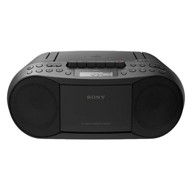 SONY Radio CD/K7/MP3 Boombox - Noir Son d'exception et design compact pour la boombox CFD-S70. Cette boombox élégante comprend une radio AM/FM, un lecteur de cassette et de CD et une fonction de lecture mp3.
