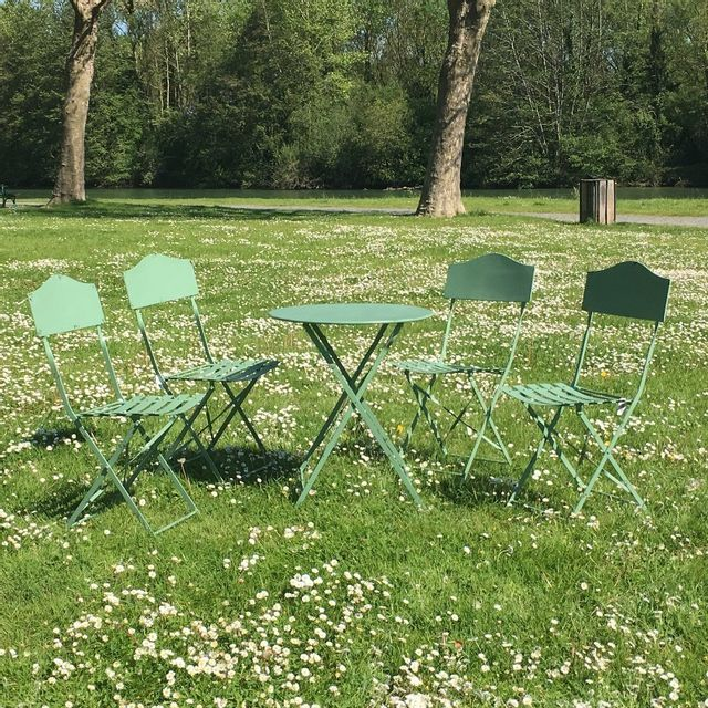 chemin de campagne table 4 chaises de jardin en fer pliable salon de jardin bistrot vert pas. Black Bedroom Furniture Sets. Home Design Ideas