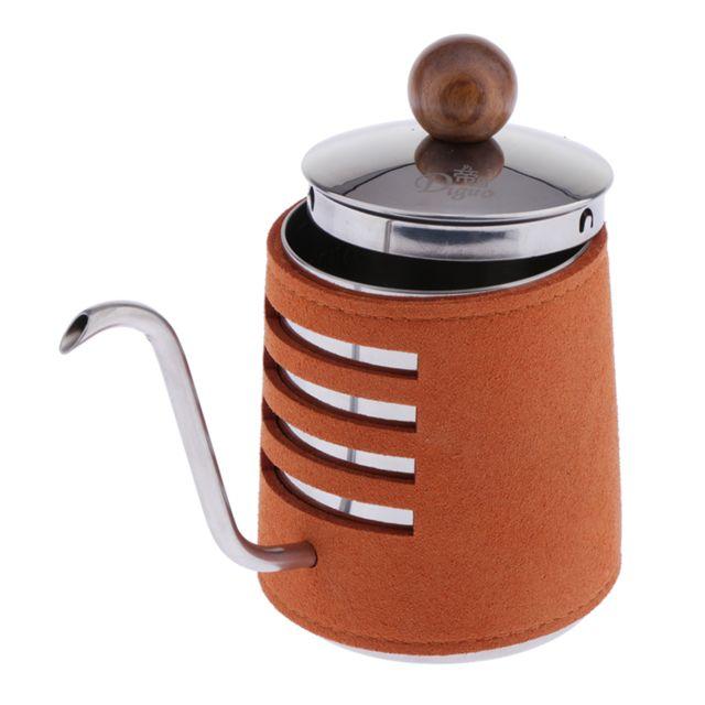 Versez sur la bouilloire à café