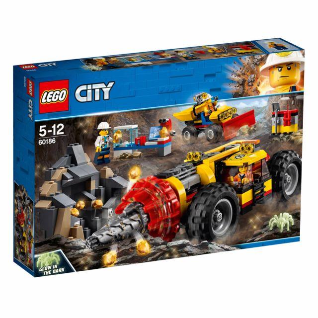 Lego City - La foreuse du minerai - 60186 Ce set comprend:Une foreuse fonctionnelle équipée d'une cabine pour figurineUne pelleteuse avec benne basculanteUne grotte minière avec pépites d'or à extraireUn labo mobil