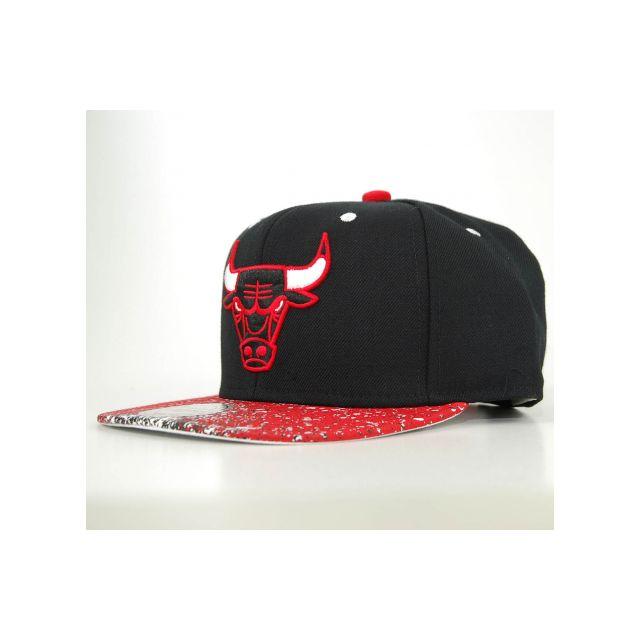 48ba3fb54ffee Mitchell & Ness - Casquette Mitchell & Ness Snapback Chicago Bulls Splatter  Noir - Rouge