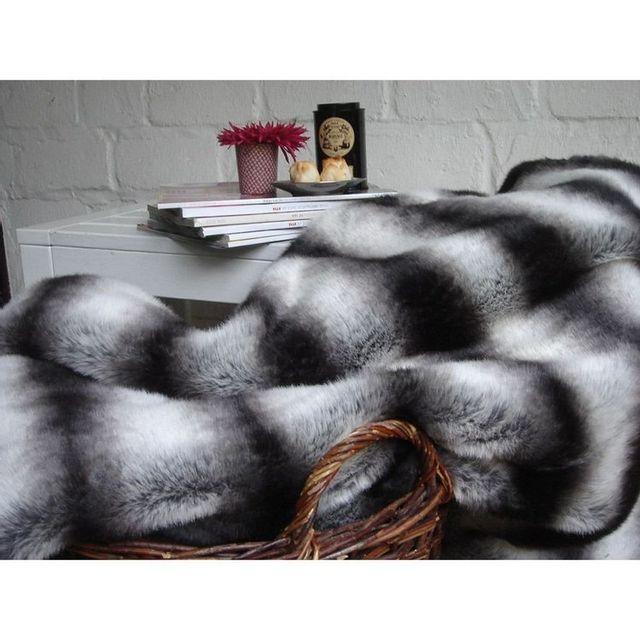 comptoir des toiles plaid fausse fourrure loup gris noir. Black Bedroom Furniture Sets. Home Design Ideas