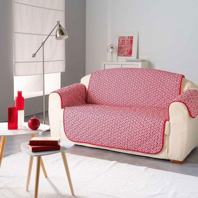 Douceur D'INTERIEUR Protège canapé matelassé Microfibre Kiria Rouge 223x179 cm