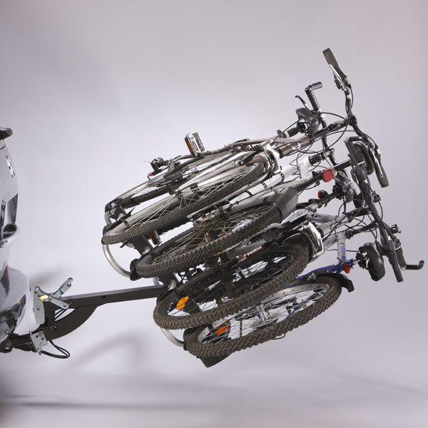 Mottez - Porte-vélos sur plateforme, rabattable pour 4 vélos Montage immédiat sur la boule d'attelage Il permet de transporter un poids maximal de 60 Kgs Poids du porte-vélos: 24 Kgs L'installation est simplifiée grâce au système click-clack, la poigné