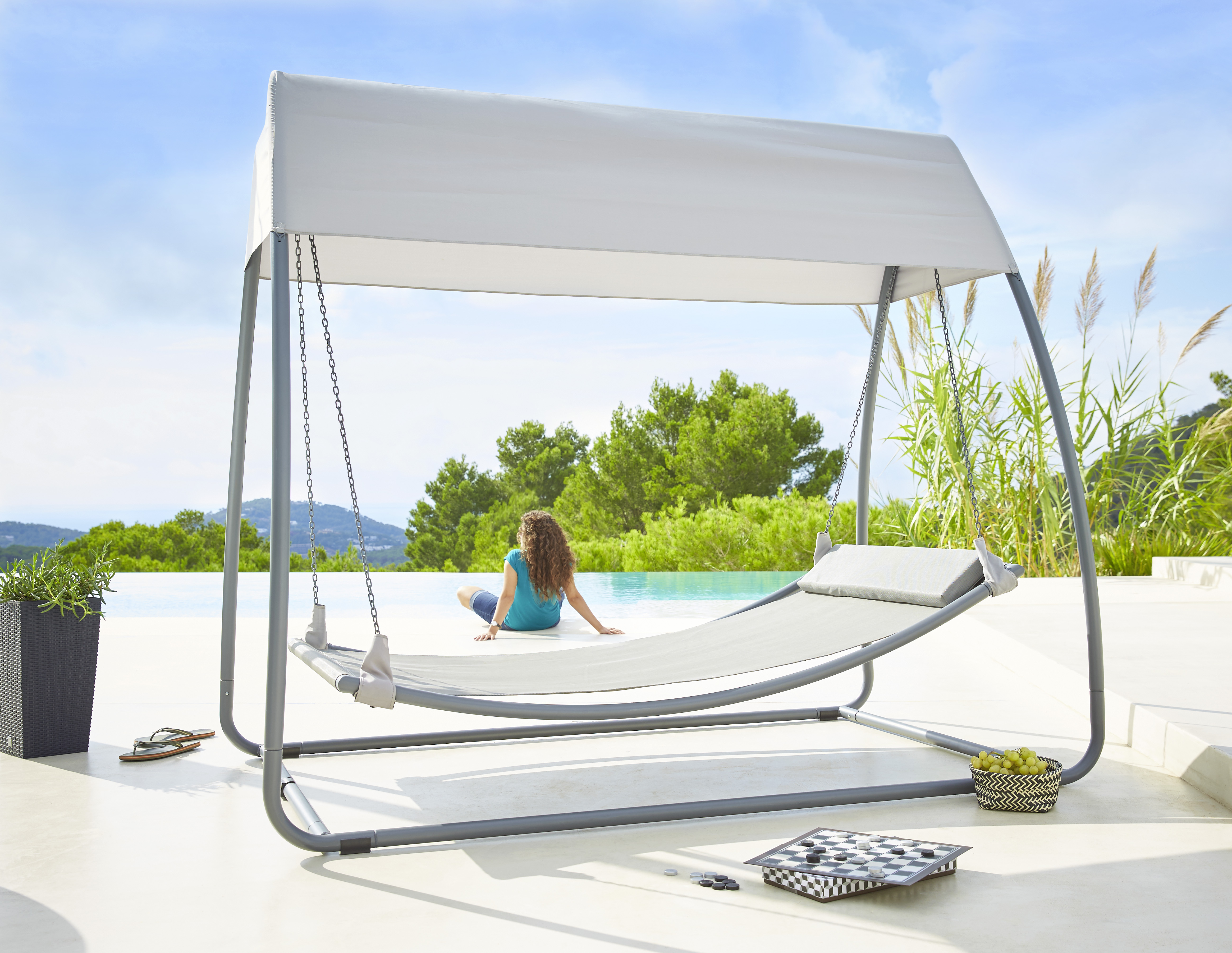 carrefour hamac suspendu avec toit gris pas cher achat vente hamac rueducommerce. Black Bedroom Furniture Sets. Home Design Ideas