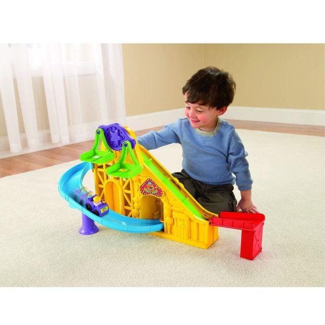 Davidson / Fisher Price Circuit de voitures Little people wheelies : La piste enchantée