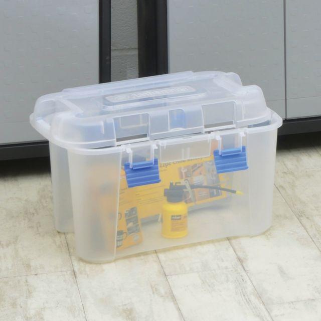 Curver Malle Totem 60L Avec deux poignées de transport + 4 fermetures clipsables Dimensions : L59,6 x l 39,5 x H 37 cm 1 produi