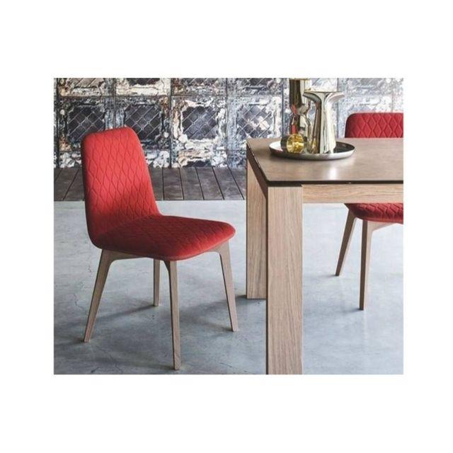 Inside 75 Chaise Sami piétement bois naturel assise tissu rouge