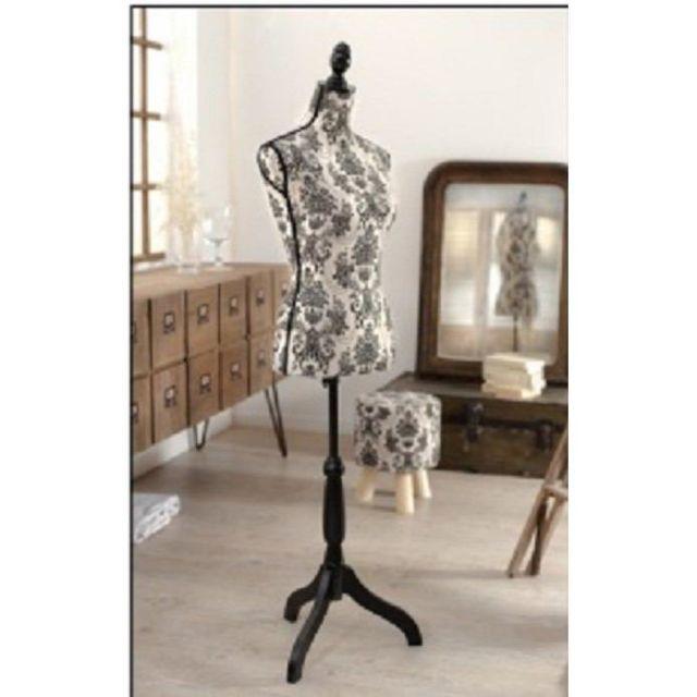 inside 75 mannequin de couture design valentine pas. Black Bedroom Furniture Sets. Home Design Ideas