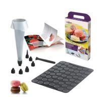 Mastrad - Kit macarons :plaque+ poches à douilles +recettes