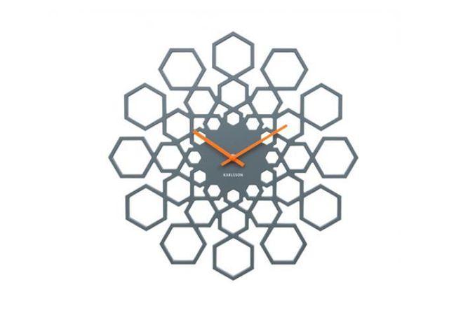 DECLIKDECO Très originale, cette horloge murale en métal noire TIME apportera une touche ultra design et graphique à votre pièce. E