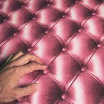 Open En Ville - Papier peint Capitonné rose aspect cuir trompe lil Rouleau:10m