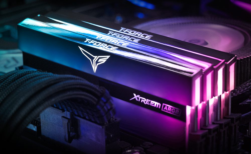 Xtreem ARGB - 2 x 8 Go - DDR4 4000 MHz - RGB - Noir