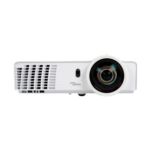 Optoma X305ST Le projecteur Xga Full 3D à courte focale X305ST offre une luminosité de 3000 Ansi Lumens pour afficher des images lumineuses, nettes, vives et colorées.Parfait pour le monde de l'éducation et le monde de l'entreprise.Captivez votre auditoir