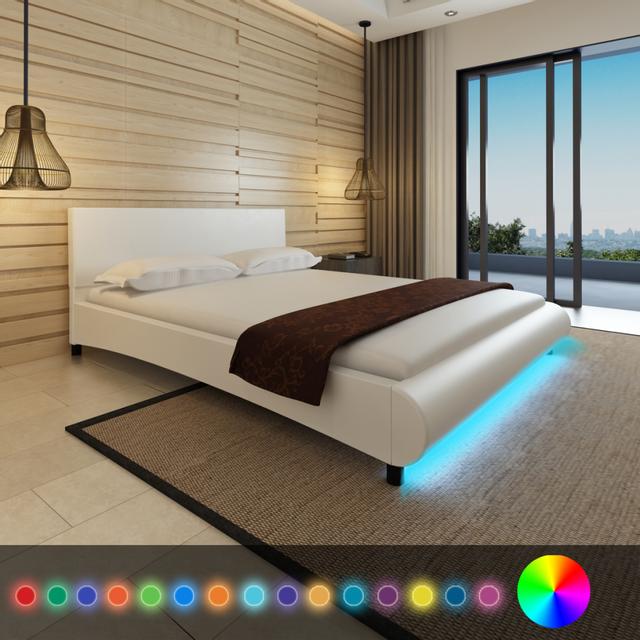 vidaxl lit en cuir artificiel blanc avec led sur le pied de lit 200 x 160 cm 160cm x 200cm. Black Bedroom Furniture Sets. Home Design Ideas
