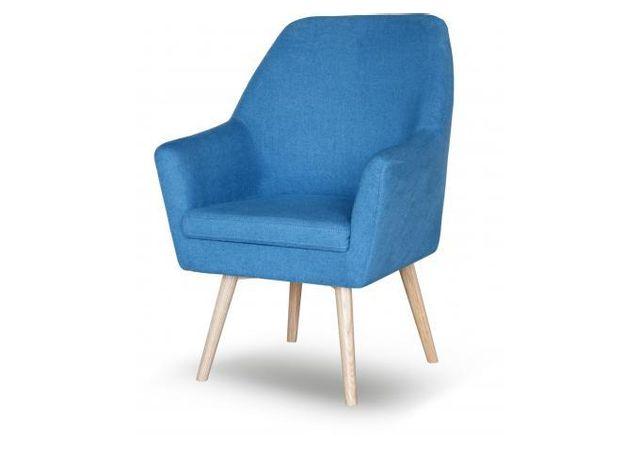Declikdeco Le Fauteuil Scandinave Tissu Bleu Siana ajoutera une touche colorée à votre salon. Ce fauteuil se mariera aussi bien ave