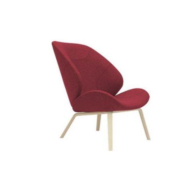 Inside 75 Fauteuil design Eden en tissu rouge avec piétement en frêne naturel Softline