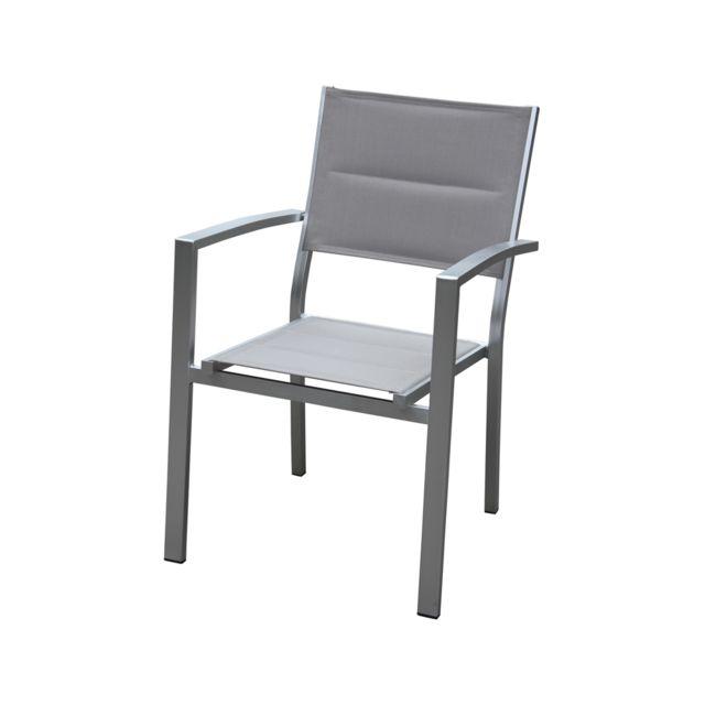 Empilable. Structure en aluminium brossé. Dossier et assise en textilène matelassé, coloris taupe