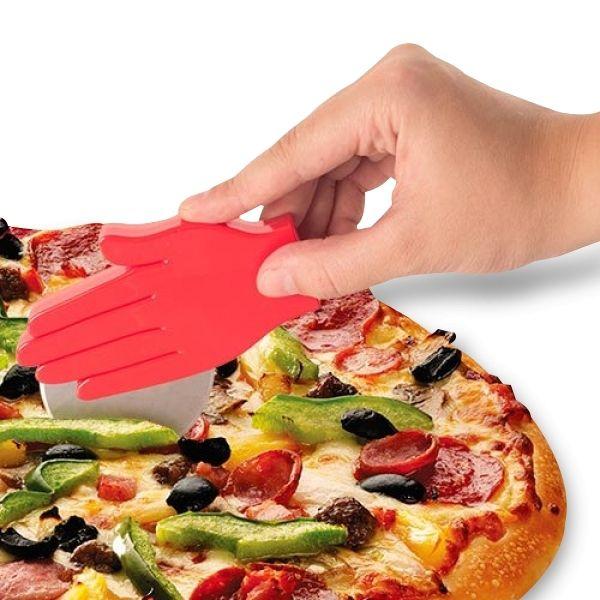 Totalcadeau Roulette à pizza en forme de main