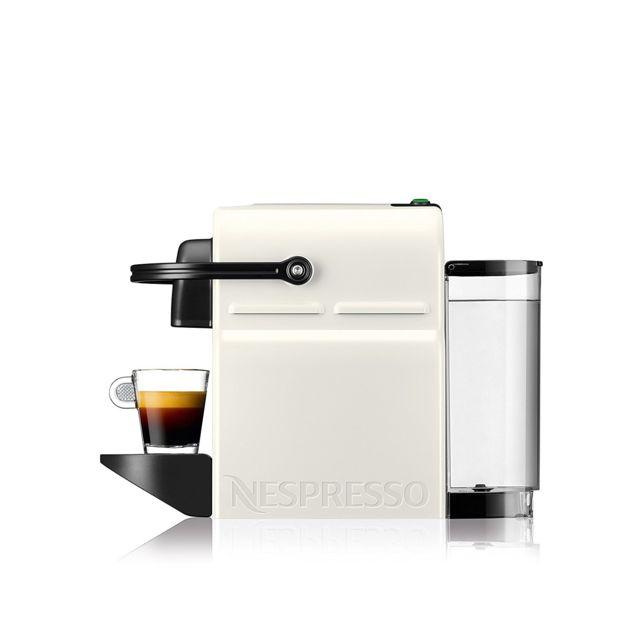KRUPS Cafetière à dosettes Inissia XN 1001 Parfaite pour s'initier au plaisir de l'espresso, la plus compacte des Nespresso adopte un look noir et blanc classique et facile à harmoniser avec tous les styles d'intérieur.