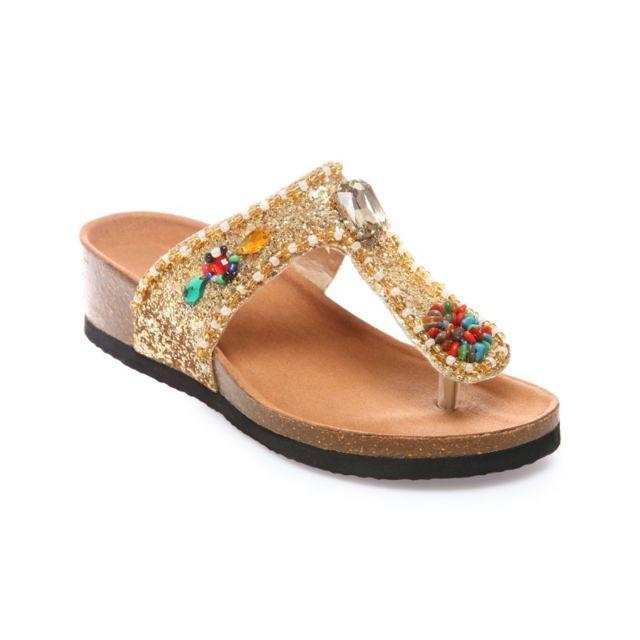 bbd5955e80626 La Modeuse - Tongs compensées dorées pailletées avec perles - pas ...