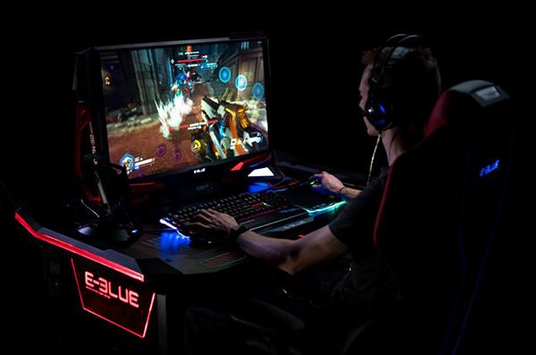 E blue bureau gamer éclairage led pour gaming et esport egt