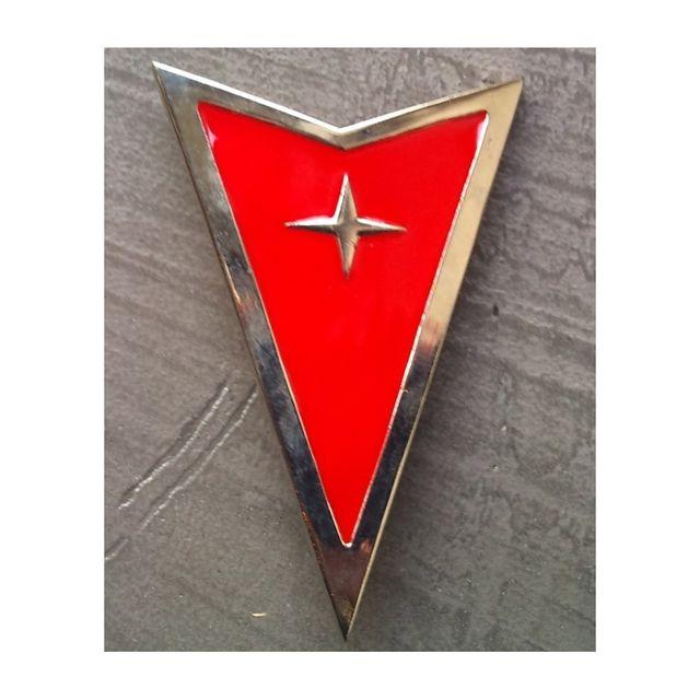 Universel - Boucle de ceinture pontiac rouge logo triangulaire homme - pas  cher Achat   Vente Objets déco - RueDuCommerce 576a92cdfa9