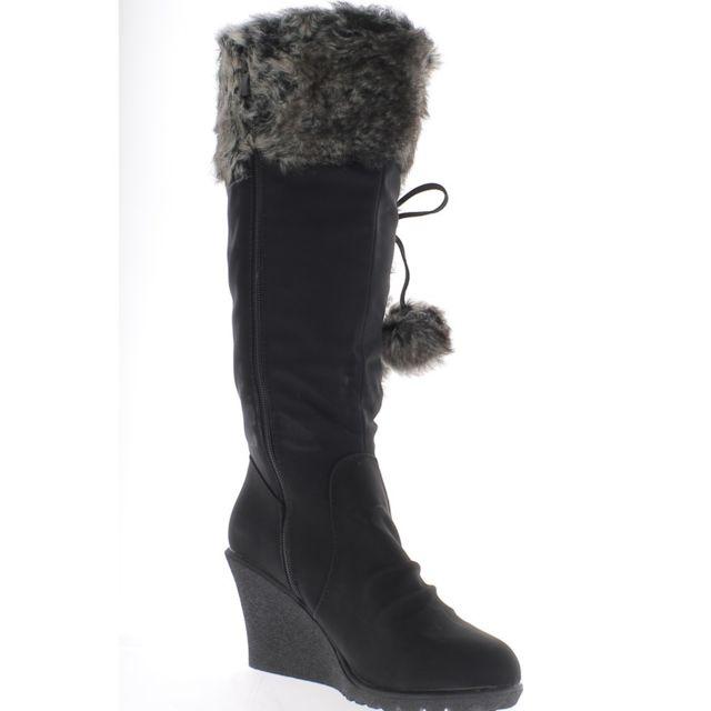 c6541e001666f Chaussmoi - Bottes compensées femme fourrées noires talon 7,5cm avec pompons
