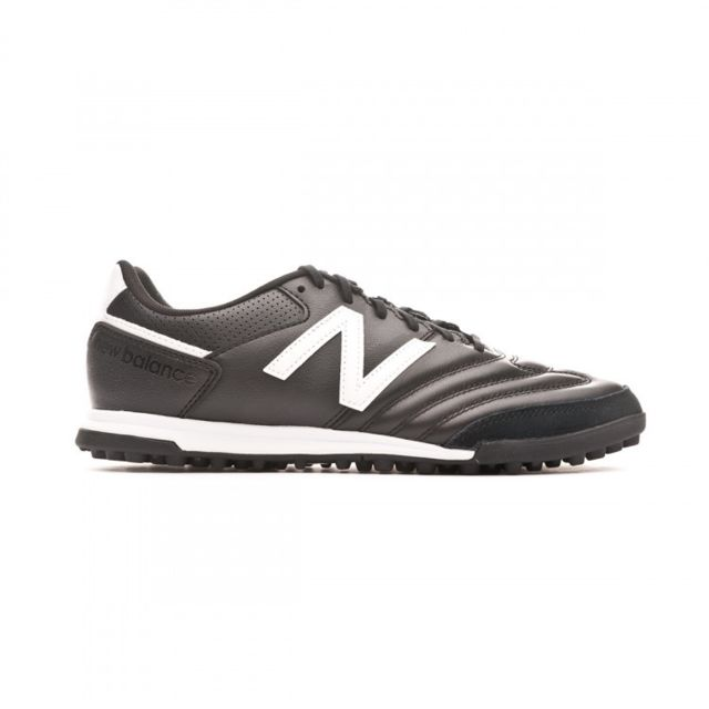chaussure de foot new balance pas cher