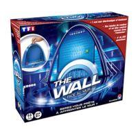 Dujardin - The Wall face au mur