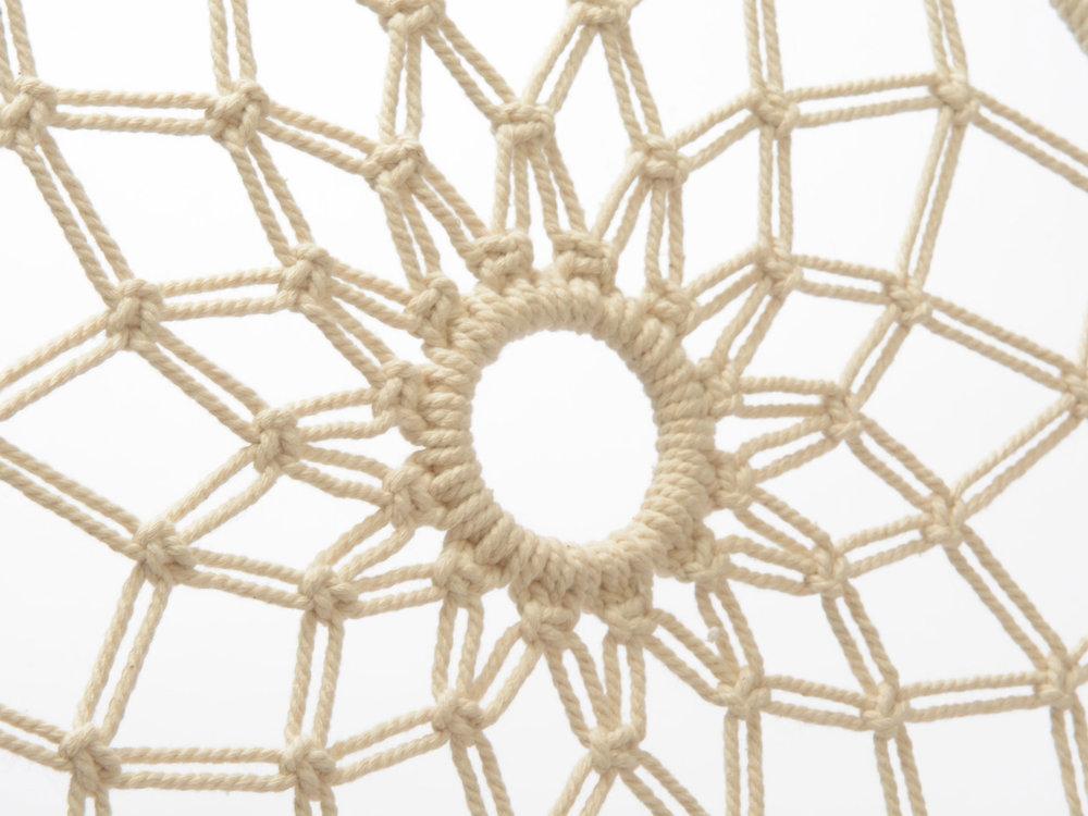 Attrape rêve 100% coton en crochet frange dégradée blanc ivoire et bordeaux Ailleurs