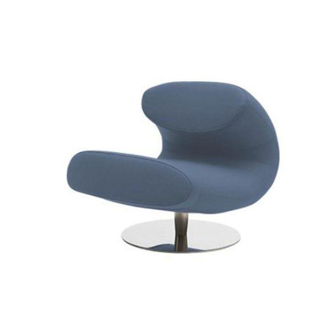 Inside 75 Fauteuil design Rio en tissu bleu avec piétement pivotant en acier inoxydable Softline